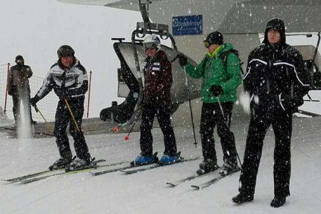 Медведев на горных лыжах на горе Зеленая