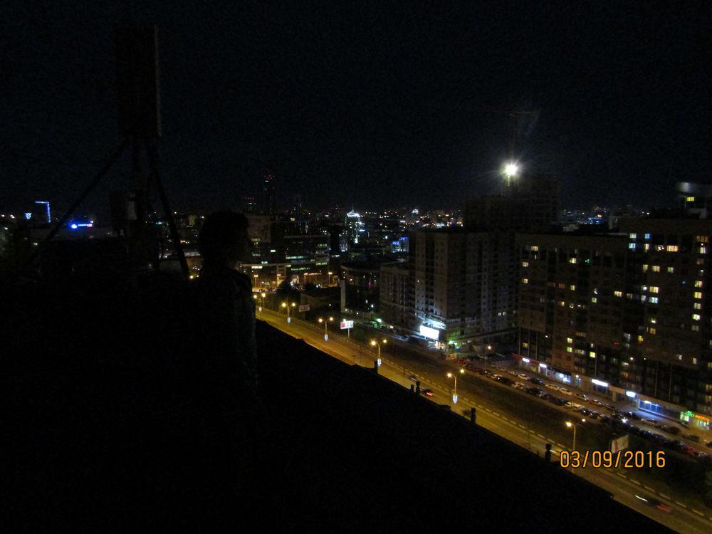 На крыше жилой 17-этажки, расположенной на улице Гурзуфской