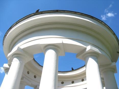 Ротонда в парке усадьбы Харитоновых-Расторгуевых
