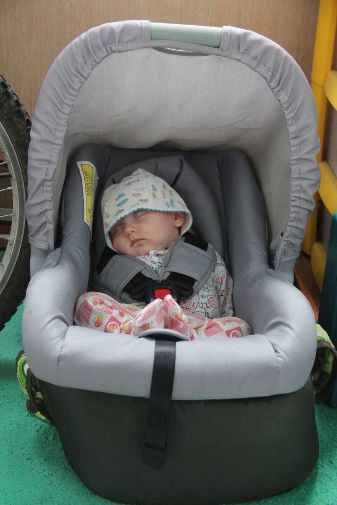 О том, почему не нужно сидеть дома с месячными младенцами