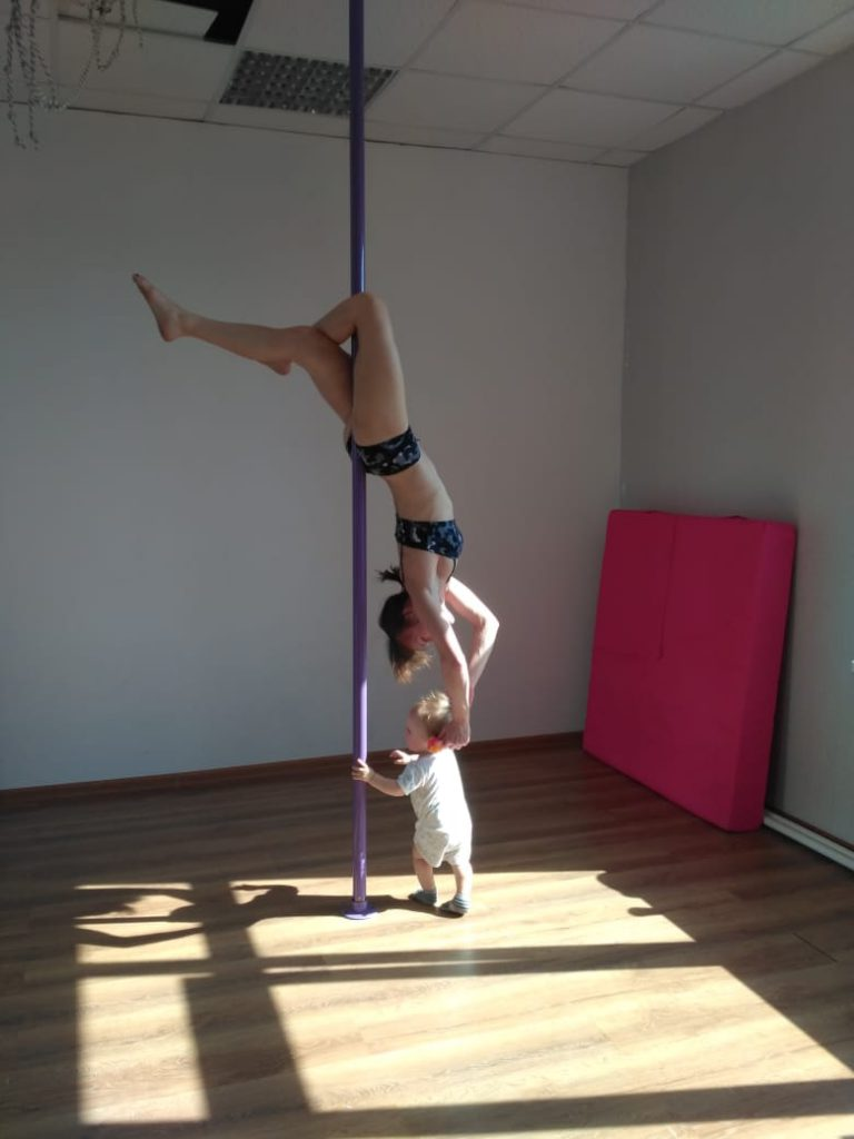 Спустя год: мой тренер по pole dance рассказывает о том, как она тренировала меня беременную